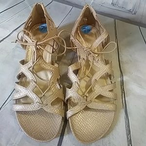 Reaction by Kenneth Cole mettalic sandals 7.5